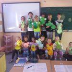 Grupa uczniów - dzień kropki
