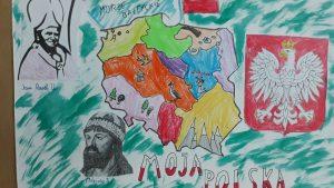 Zdjęcie przedstawia mapę Polski, godło i flagę oraz portrety Mieszka I oraz papieża Jana Pawła II.