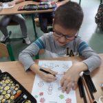 1c- Uczeń koloruje kolorowankę.