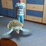 Rozszerzona rzeczywistość-chłopiec i żółw 3d.