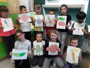 """""""Owocowy_zawrót_głowy""""- Uczniowie klasy 1c prezentują prace plastyczne."""