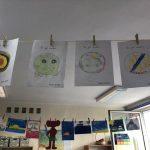 Prace plastyczne uczniów klasy 1 d - rysunek w kropce.
