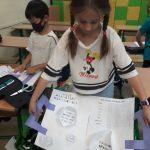 Ania pokazuje już swój lapbook.
