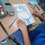 Uczeń tworzy książeczkę.