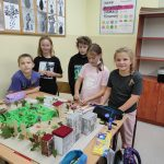 Uczniowie klasy Vb budują makiety Placu Broni